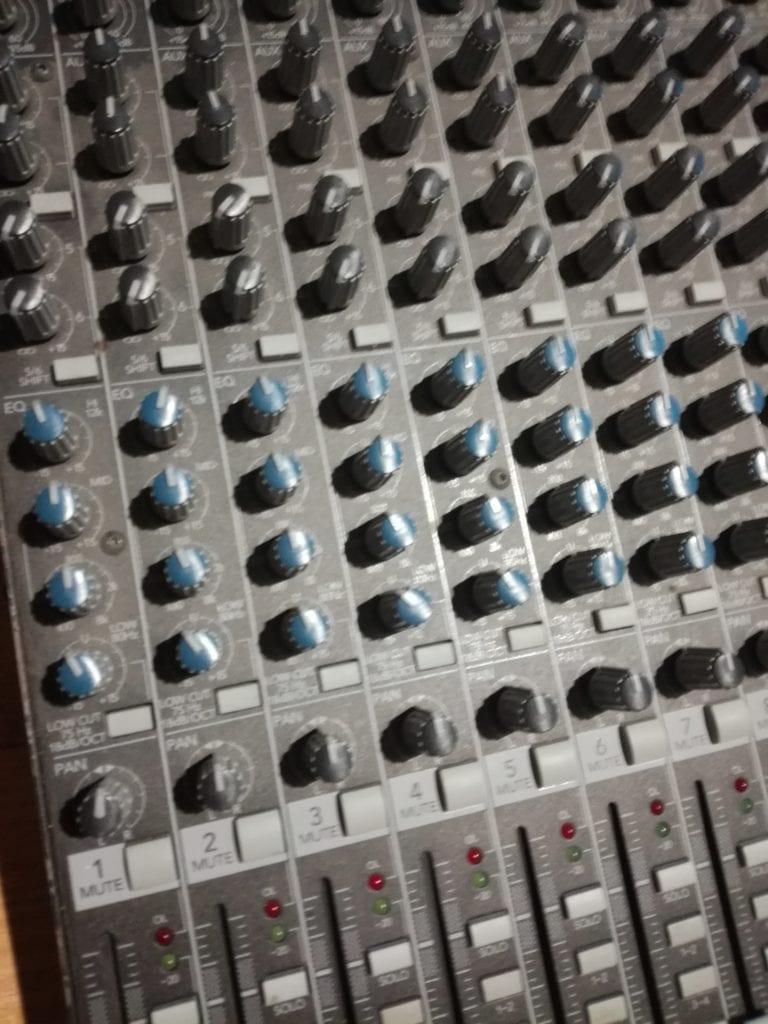 Su mesa de mezclas pepep rez cuentacuentos for Mesa de mezclas fonestar